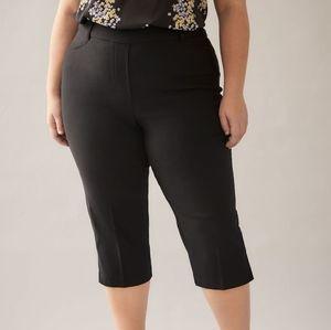 Penningtons Black Savvy Pull On Capri Pants NWT